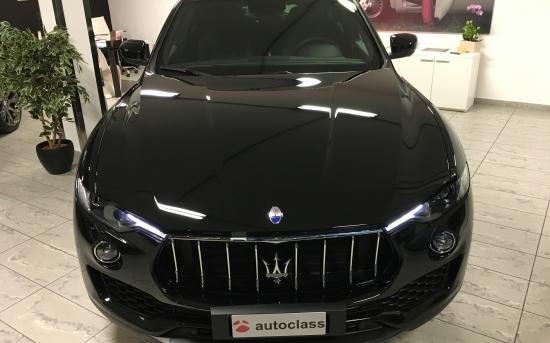 Maserati Levante fronte